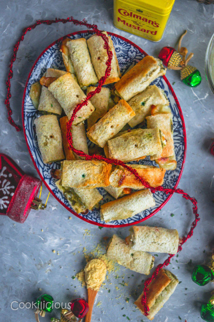 Baked bread and chutney rolls