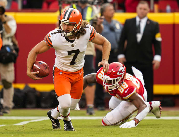 Browns narrow gap with Chiefs, even in defeat