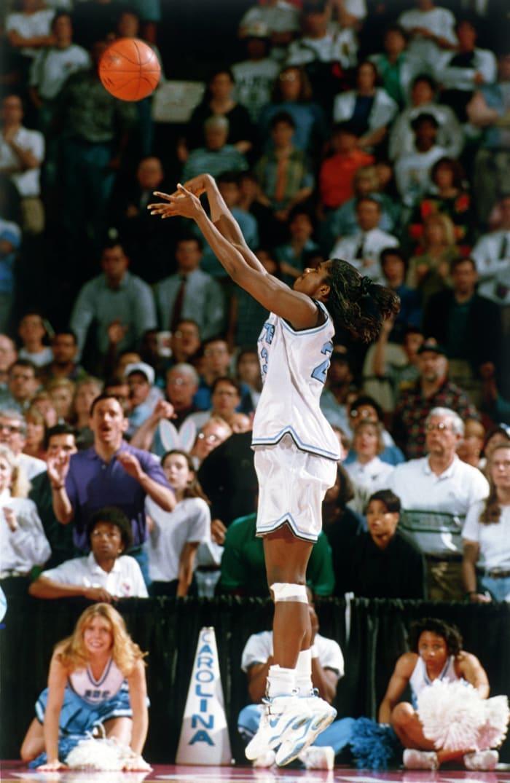 Smith beats clock for Tar Heels title (1994)