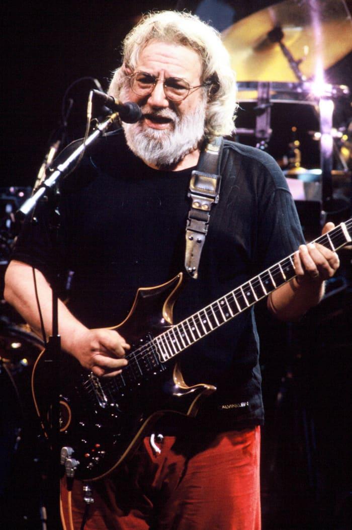 Jerry Garcia dies