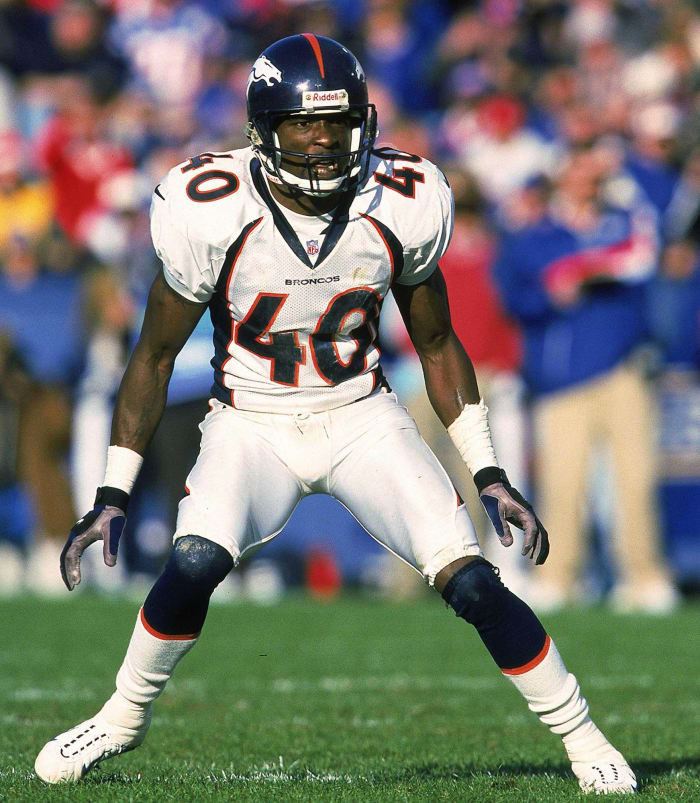 1999: Dale Carter signs with Broncos