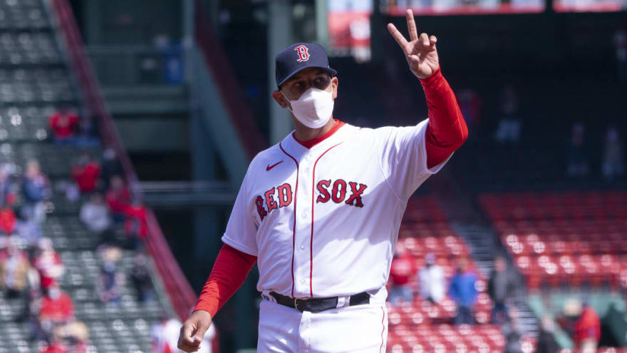 Alex Cora ejected for arguing horrible foul tip call