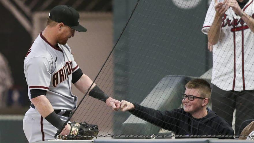 Fan gets respect from Kole Calhoun after stealing catch