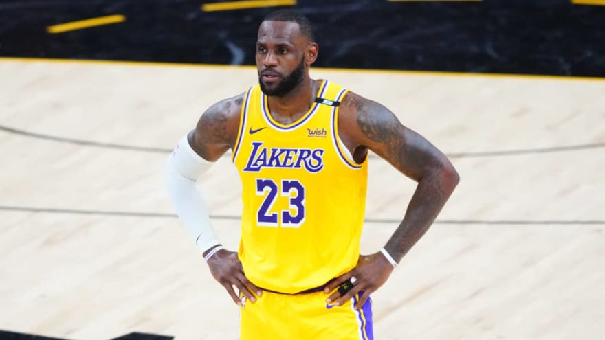 LeBron exits Lakers' Game 5 blowout loss with five minutes left