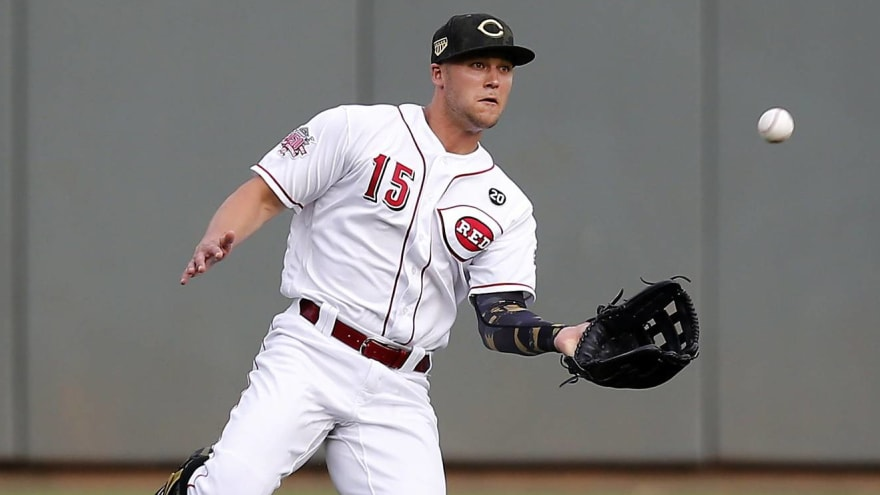 Reds not moving CF Nick Senzel back to SS