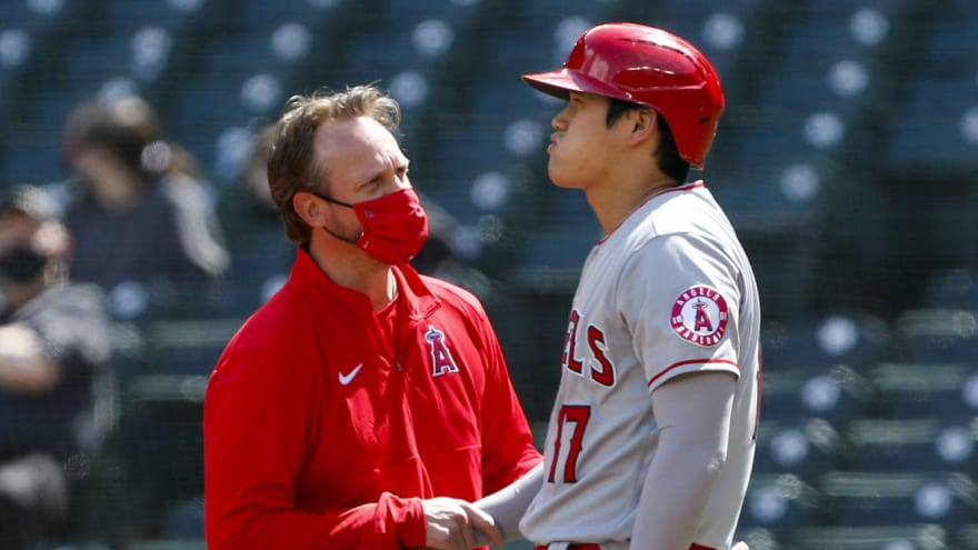 Shohei Ohtani takes pitch off elbow, might not pitch on Monday