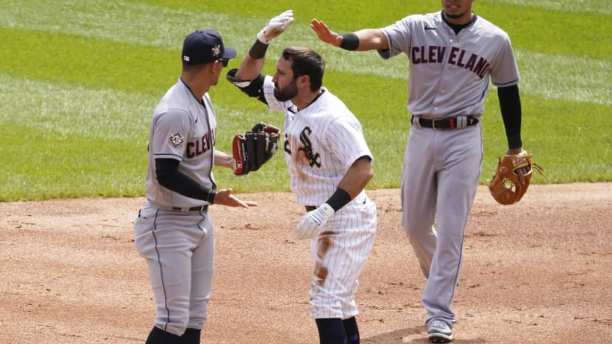 Benches clear in first inning of Indians-White Sox game