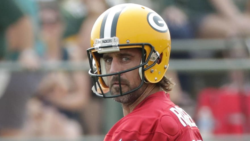 Aaron Rodgers, Packers officially agree to restructured deal