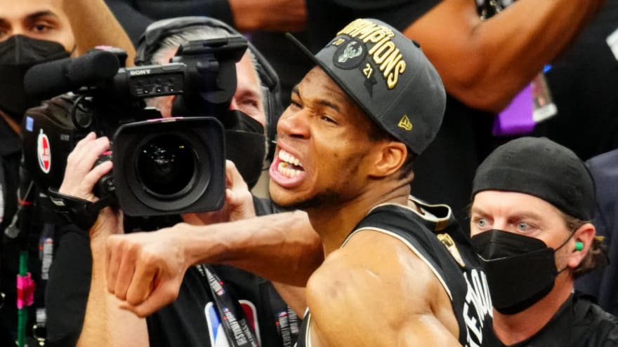 Giannis has great reaction to him, two brothers being champions