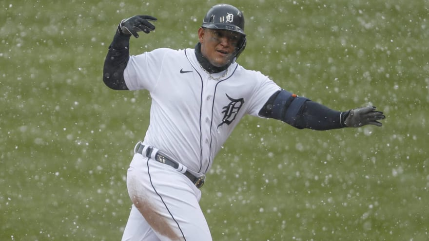 Miguel Cabrera slid into 2B after losing sight of HR in snow