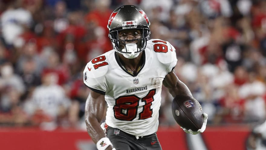 Bucs place WR Antonio Brown on reserve/COVID-19 list