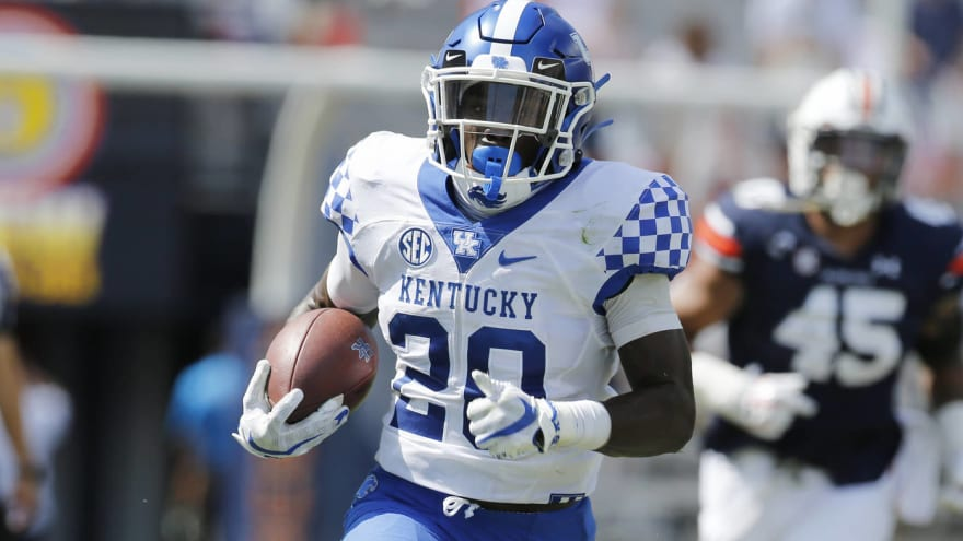 Kentucky RB Kavosiey Smoke out with broken rib