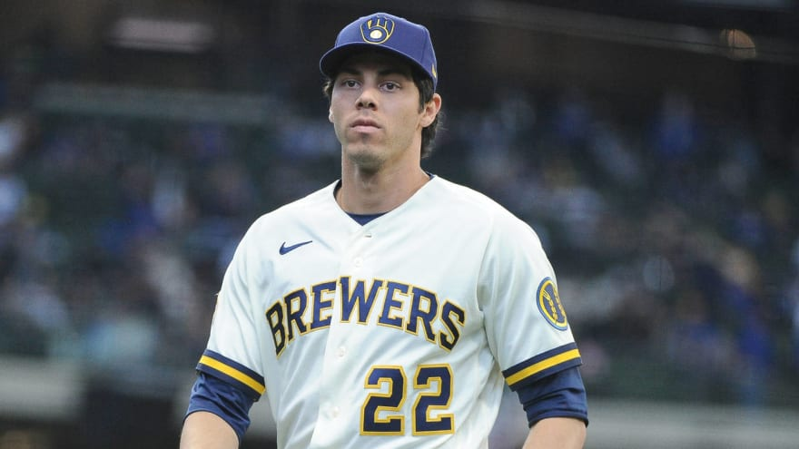 Christian Yelich leaves game with back soreness