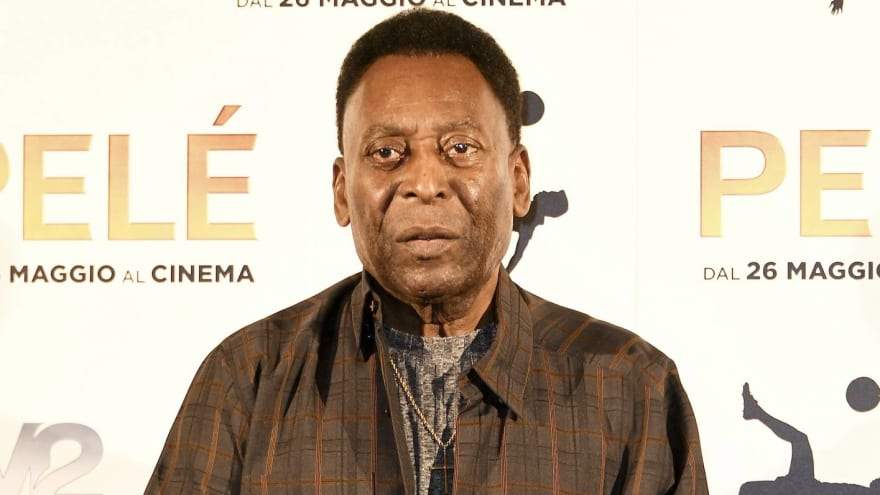 Pele readmitted to intensive care after having tumor removed