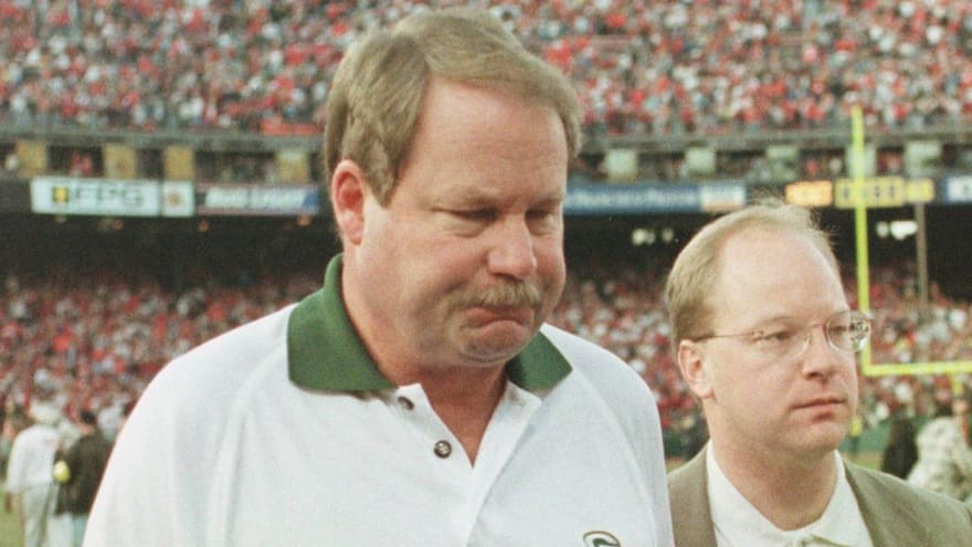 Mike Holmgren says Packers mismanaged Aaron Rodgers situation
