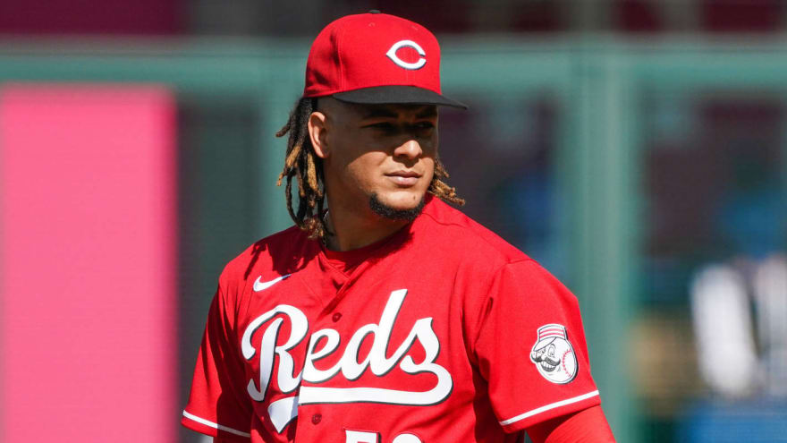 Reds GM Nick Krall says team plans to keep Luis Castillo