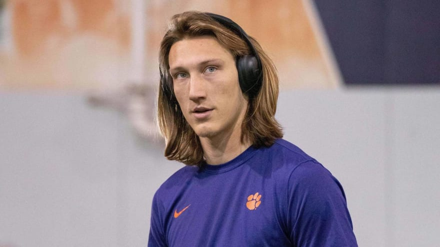 Trevor Lawrence undergoes successful shoulder surgery