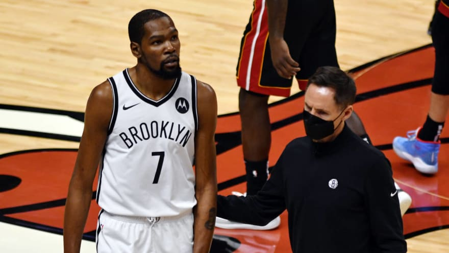 Kevin Durant leaves game early with thigh injury