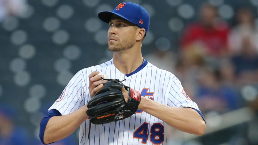 Jacob deGrom exits due to right shoulder issues