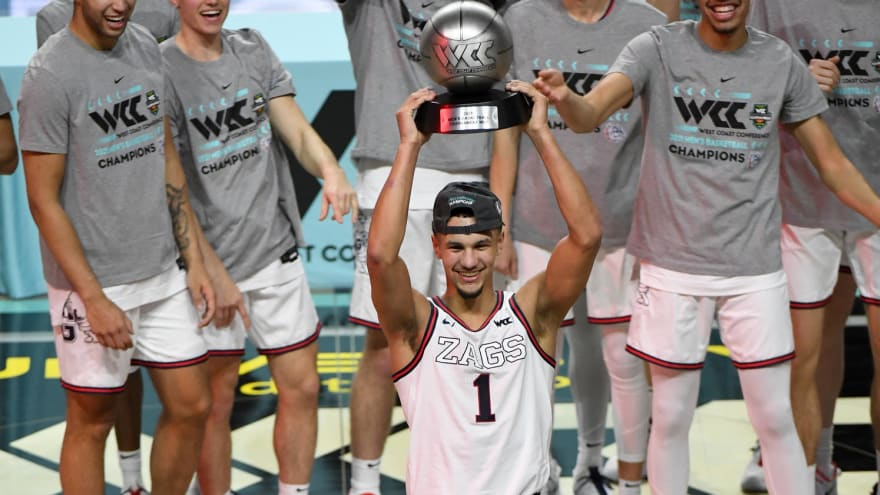 What happened to the teams that entered the NCAA tournament undefeated?