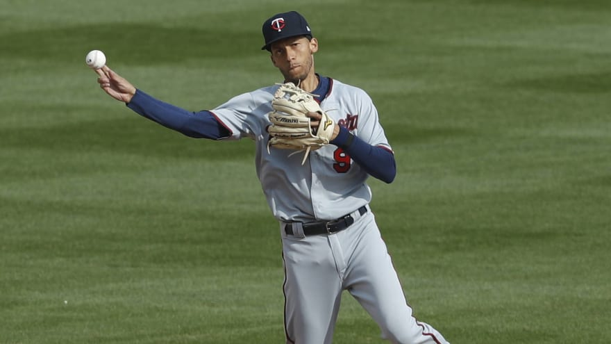 Twins shortstop Andrelton Simmons tests positive for COVID-19
