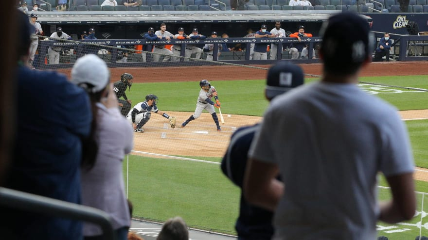 Yankee fans let Astros players have it during Tuesday's game