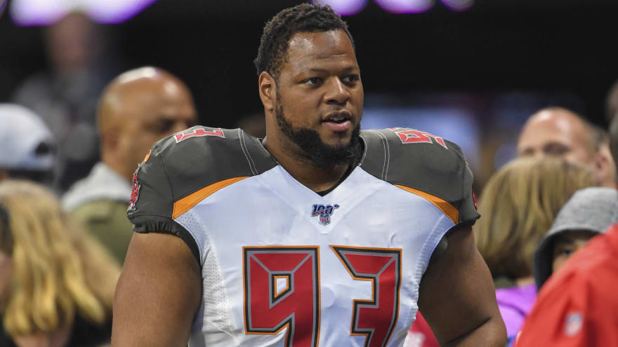 Ndamukong Suh re-signs with Bucs on one-year, $8M deal