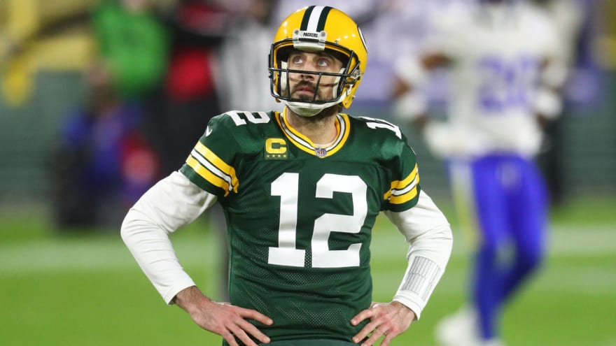 Aaron Rodgers begins holdout