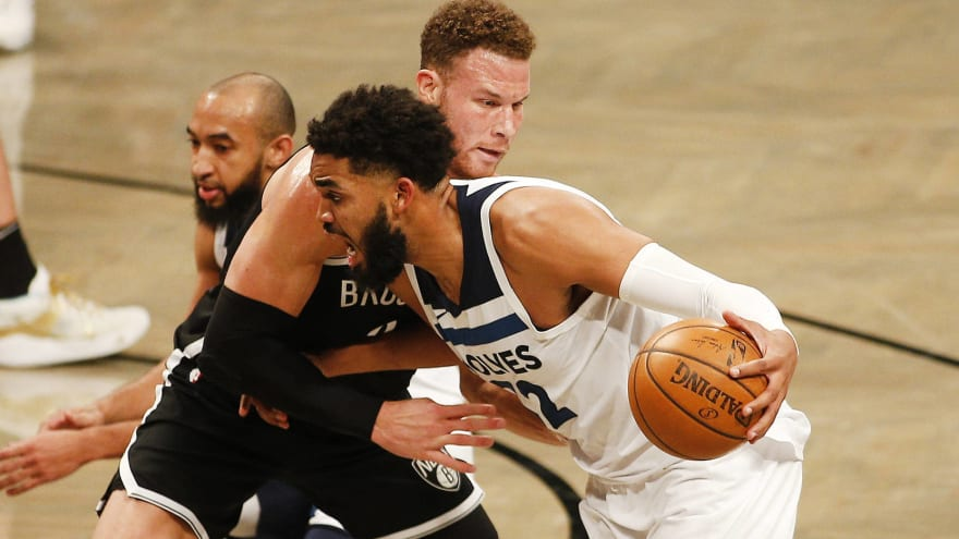 Towns 'emotional' after dad attends first game since mom's death