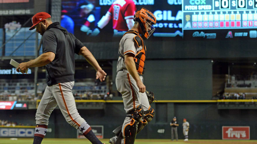 Giants catcher Buster Posey suffers thumb injury