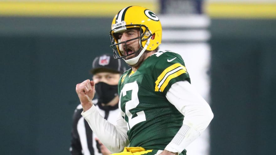 Aaron Rodgers reports to Packers training camp