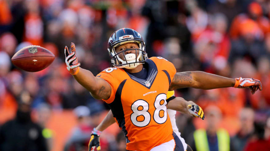 Peyton Manning gives Demaryius Thomas game ball for his mom