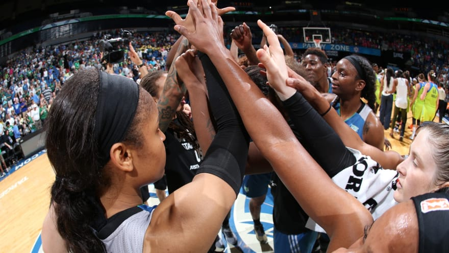 Minnesota Lynx wear shirts in remembrance of Alton Sterling and Philando Castile