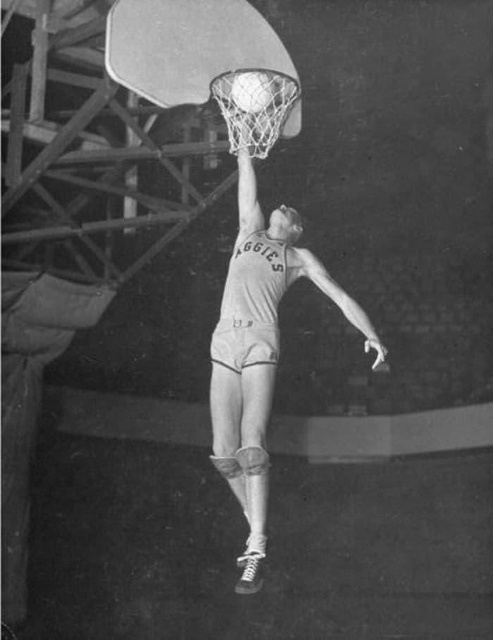 1945: Bob Kurland, Oklahoma A&M