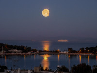 Full moon in Vouliagmeni