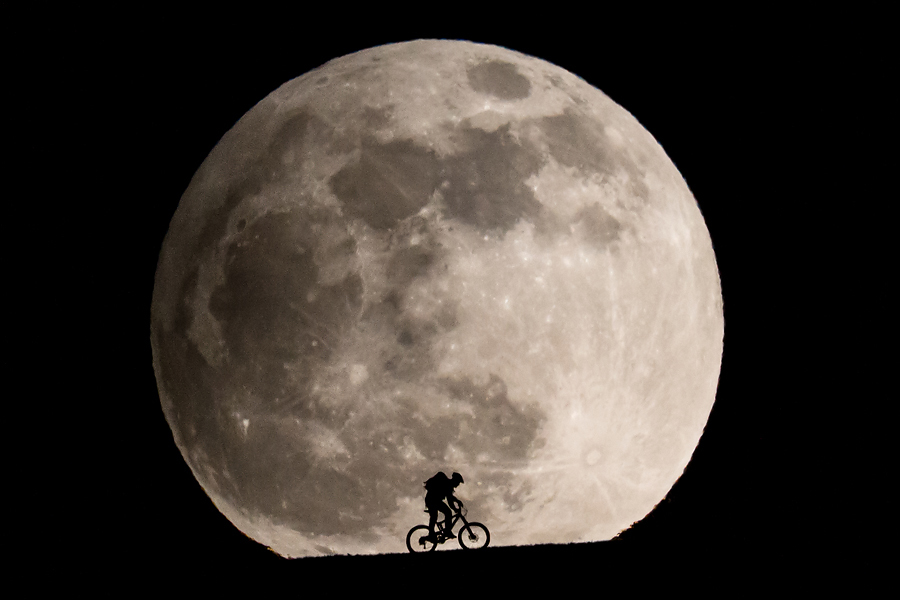 Smashing Full Moon Images