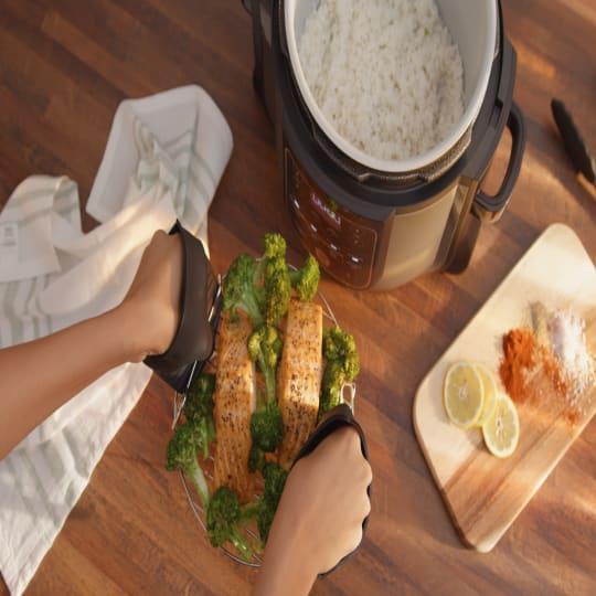Ninja® Foodi™ Silicone Mitts product photo