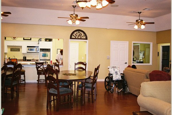 AutumnGrove Cottage in Humble 77496