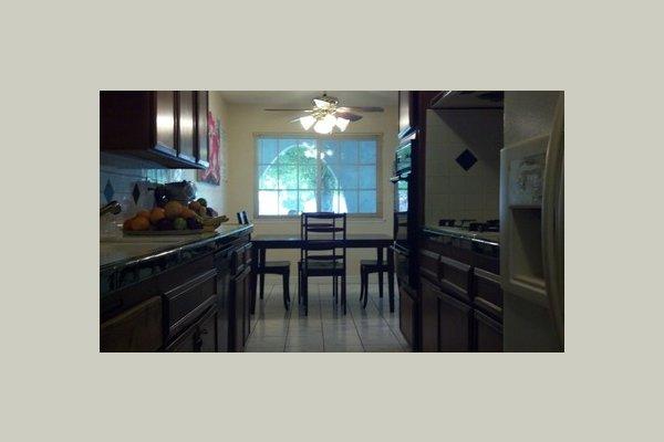 Genesis Manor VI kitchen3
