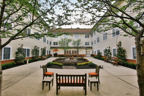 Brandywine Senior Living at Pennington penn%20courtyard%201_800x533