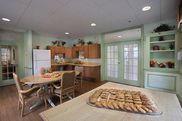 Brandywine Senior Living at Howell cafe_800x533