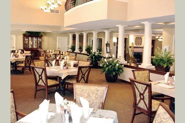 Vintage Sonoma dining-room-independent-living-sonoma-california