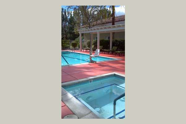 Emeritus at Rancho Mirage swimming%2520pool