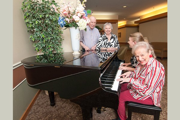 Our community is designed with our residents in mind. Farmington Square Eugene provides a full range of exceptional senior living options designed to accommodate your lifestyle and enable you to get the most from your retirement years.