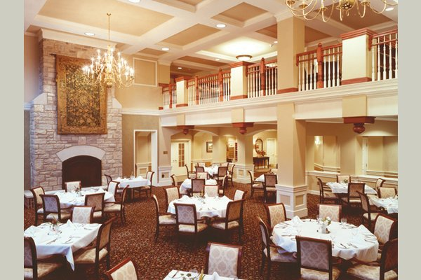 All Creekside at the Village members can enjoy restaurant-style dining in our elegant dining room, The Oak Room.