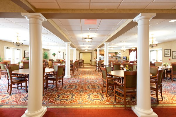Country Meadows residents enjoy restaurant-style dining in elegant dining rooms. Resident-led committees meet with our chef and dining team to plan menus and special events as well as provide feedback.