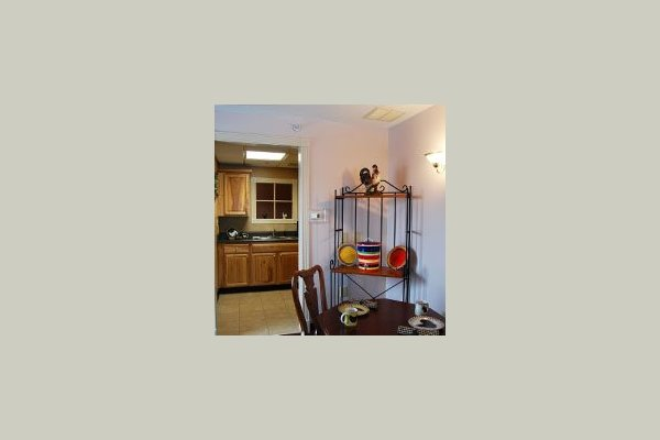 Laurelwood Senior Living 142603