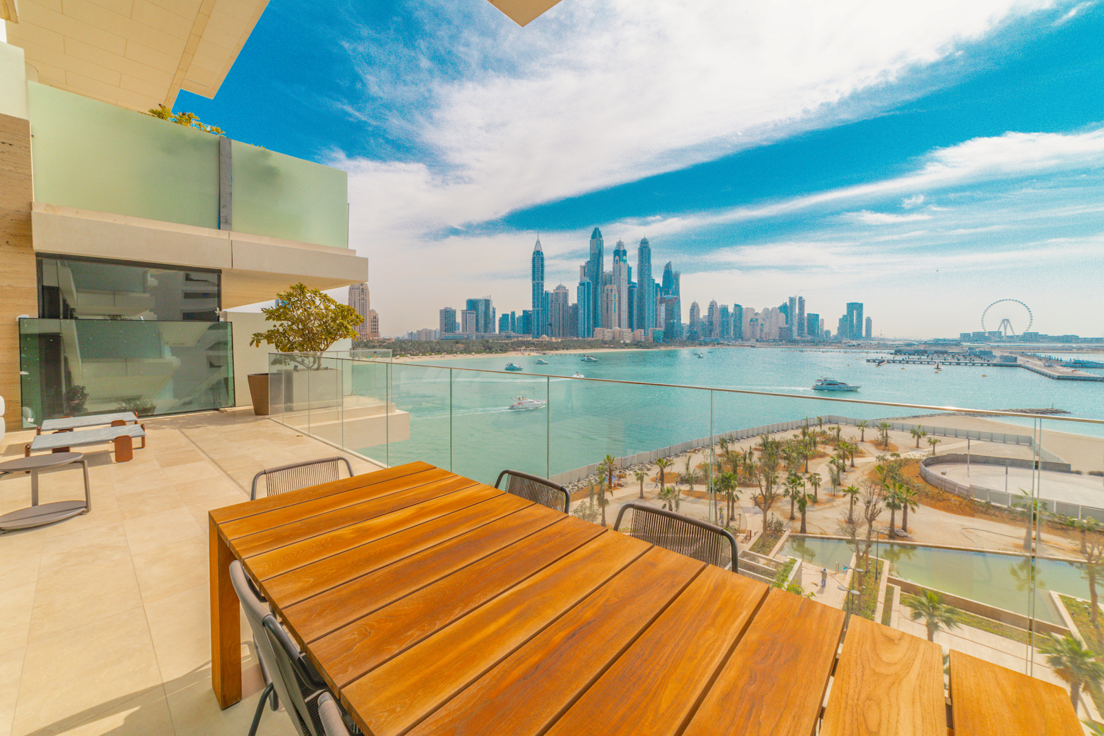 Buy a penthouse apartment in One at Palm Jumeirah, Luxury Properties in Dubai Palm Jumeirah, Luxury Property Experts
