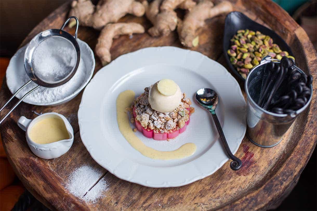 rhubarb crumble with ginger icecream