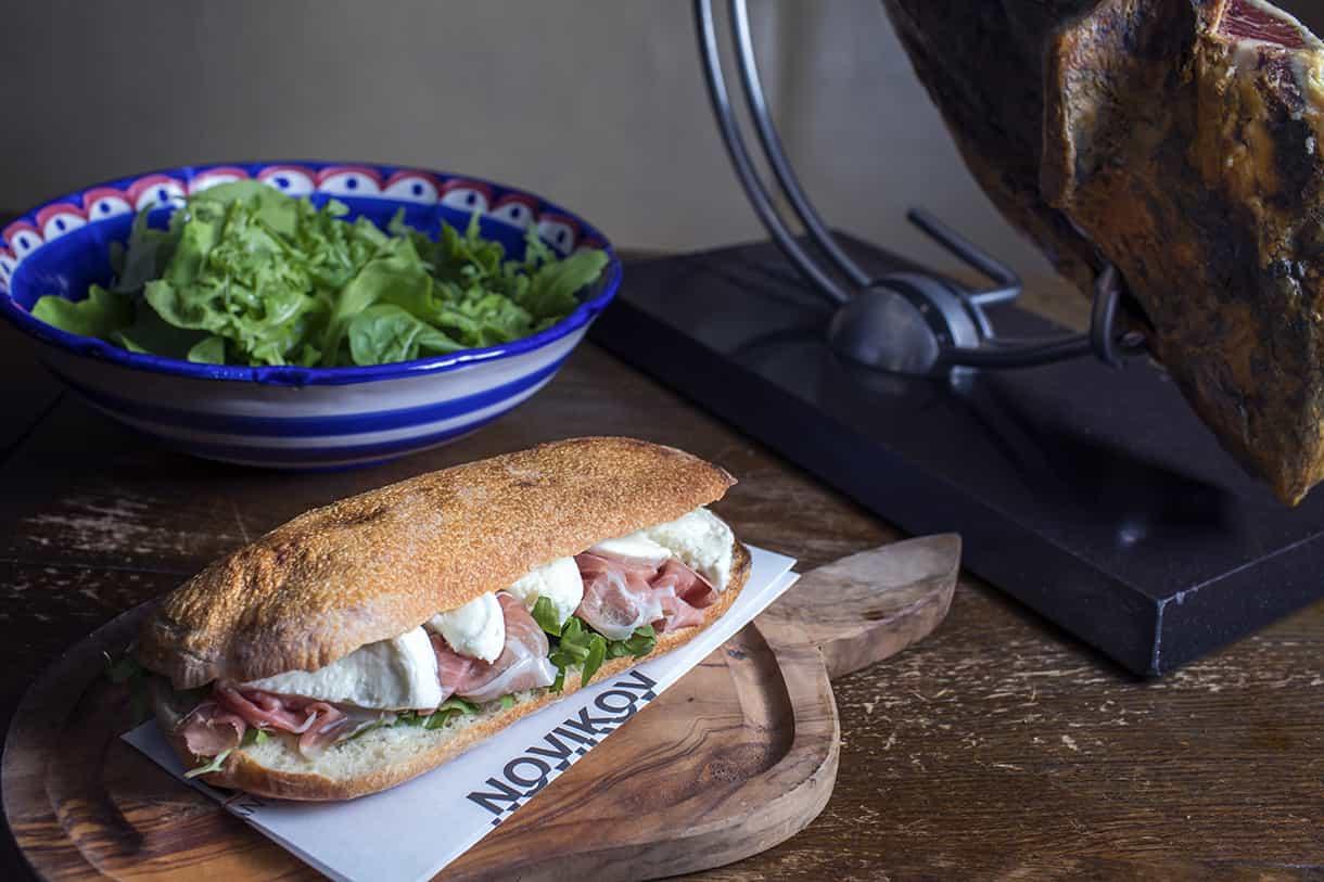 sandwich with mozzarella and prosciutto crudo